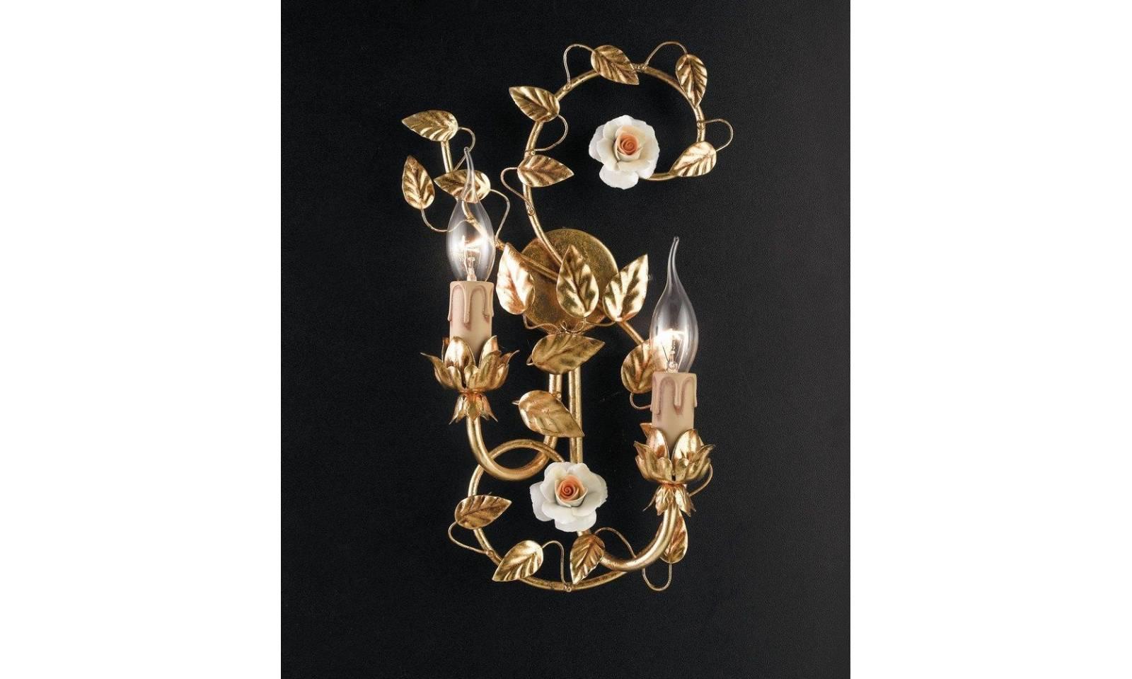 Applique classico luci in foglia oro con rosette in porcellana
