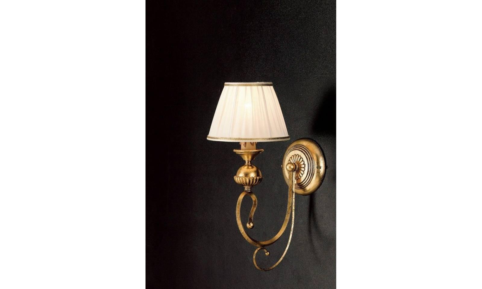 Applique classico luce in ferro battuto foglia oro con paralume